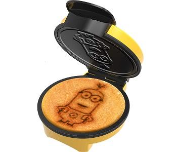 Uncanny Brands Minions Waffle Maker
