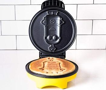 Uncanny Brands Minion Waffle Maker