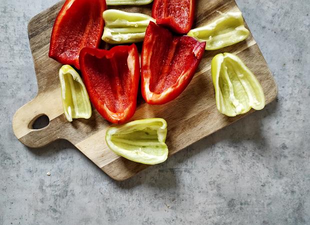 Ražnjići - Cutting Bell Peppers